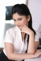 Busty escort in Dubai: Reha works 24 round the clock